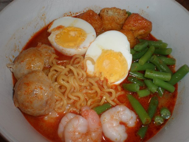 Noodles with Added Ingredients: prawns, green beans, fried bean curd puffs, boiled egg and pork balls