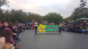 disney-parade-dance-the-magic